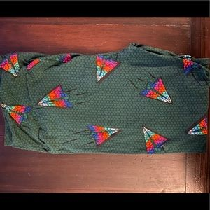 Lularoe tall and curvy paper airplane leggings